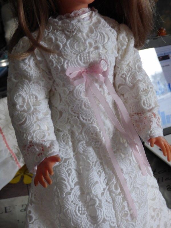 Voici cathie avec la nouvelle robe de mariee trouver ce week end