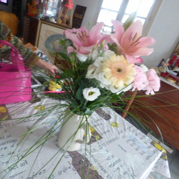 aujourd hui fete des meres mes 3 garçons  etait la ainsi que ludivine qui c est occupper d acheter le bouquet Merci  a vous 6