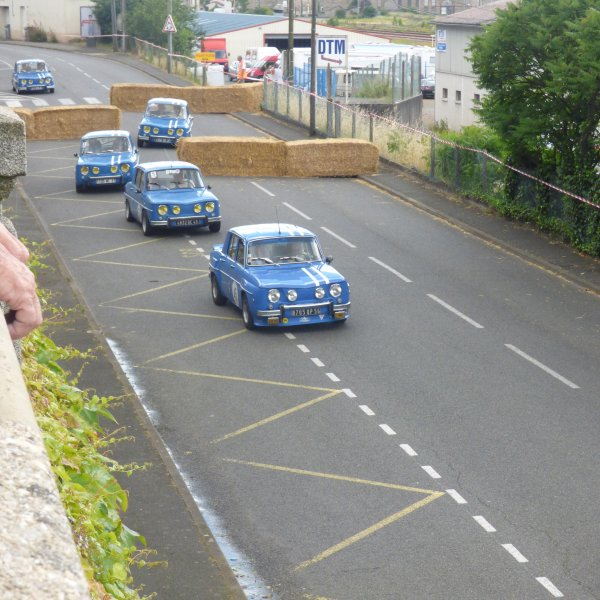 Renault 8......................Ce week end c est le week end de monsieur............en tant que spectateurs