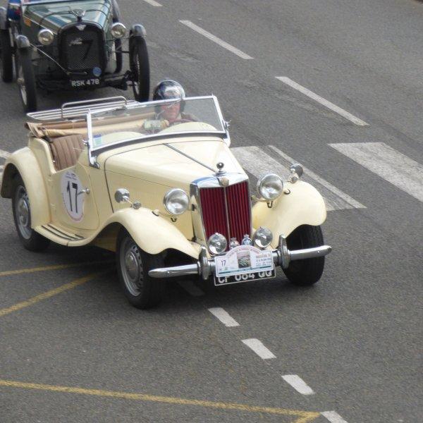 Alain et sa belle MG.............Magnifique voiture