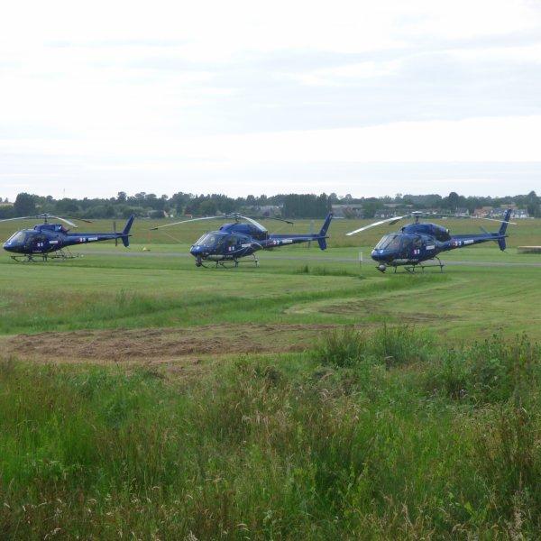 Au gue de l epine ..............petit aerodrome aupres d avranches................ les  helicopteres de la tele