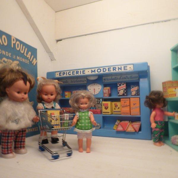 aujord hui les filles font les courses................Doucement les filles il faut passer a la  caisse