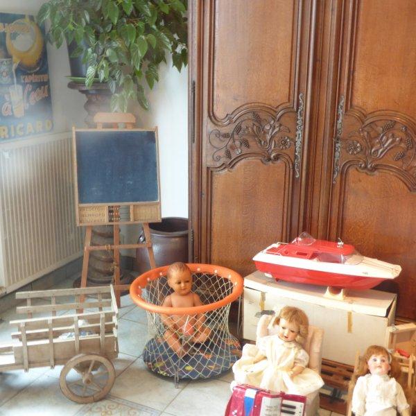 Sapin de noel chez la bretonne  avec un avant gout de l exposition de jouets anciens