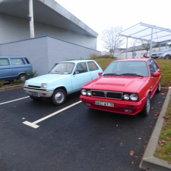 nos 2 voitures de collection  .........La  bleu pour  Madame  R  5 L  1973 et celle de monsieur  la Rouge Lancia delta HF et une 3 eme voitures va bientot rejoindre la collection La renault 5   L  1972  Celle tant rechercher avec le logo Kent...........................Le vendeur a laisser un message a mon mari mais je pense que le monsieur et surbooker et il faut qu il retrouve toutes les pieces car elle est entierement demonter eta 95 % Complete  demonter cela est mieux on voit mieux la rouille et il faudra que nous la demontons pour la faire repeindre