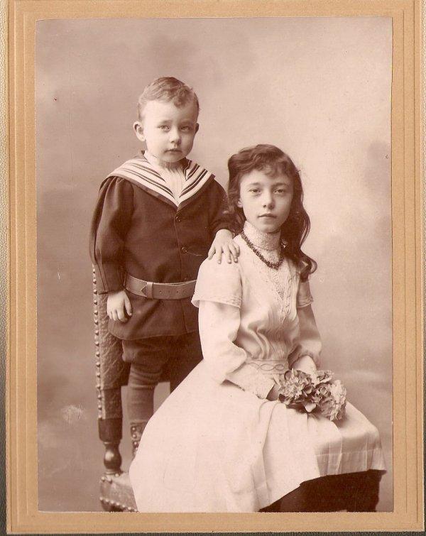 une photo qui me touche ma grand mere Cecile avec son frere Lucien