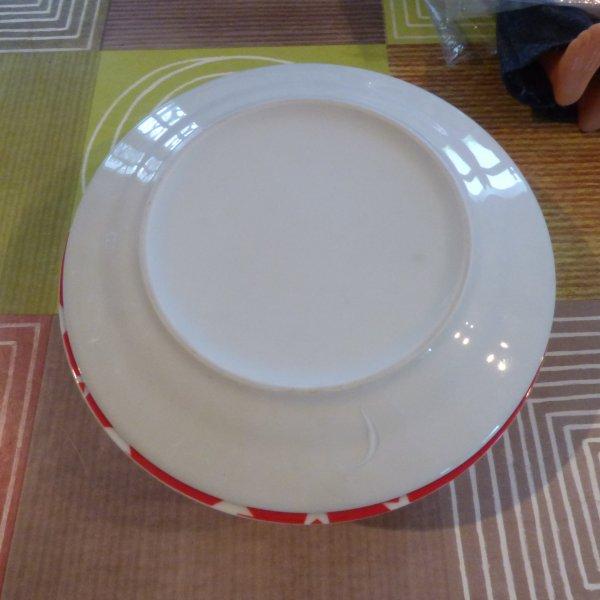 trouvaille d aujourd hui 6 assiettes avec un motif lequel???qui va trouvez??? NOS AMIES OURSANTIQUE 90 ET MIJHA  ONT TROUVEZ