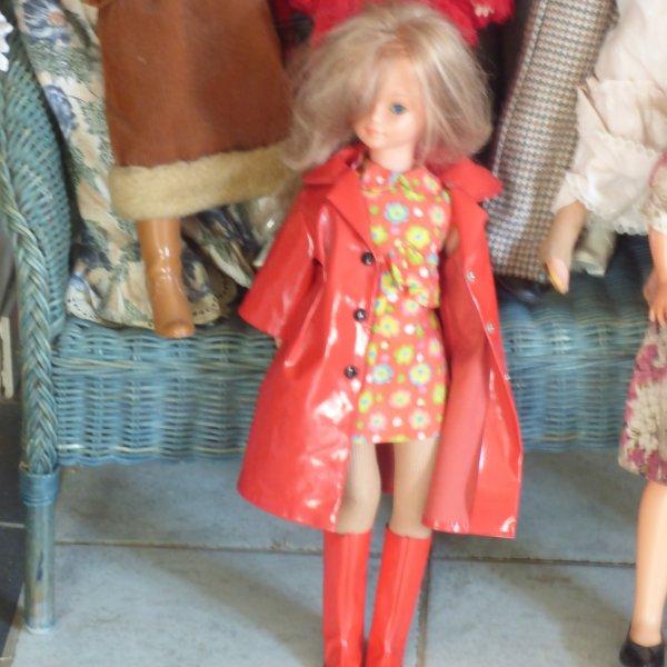 cathie  Bella  a  identifier...............Merci pour votre aide...........Regarder ma cathie avec la robe olympia a adopter les bottes rouge