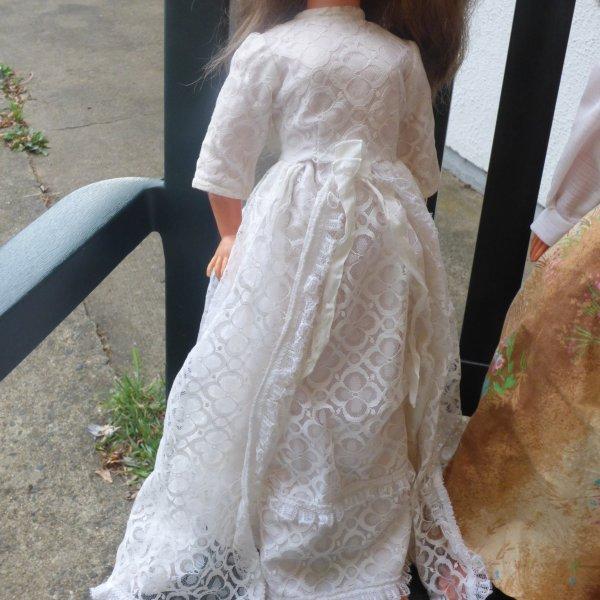 Trouvailles au  vide grenier de St Malo;;;;;;;;robe de mariee cathie a identifie et 1 robe griffer gégé