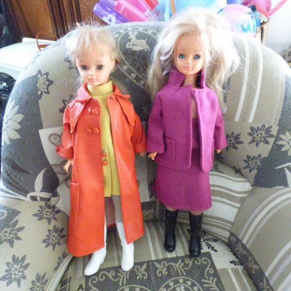 2  Cathies trouvez pendant les vacances l une  avec la tenue Emmanuelle collant blanc  L autre  inconnue