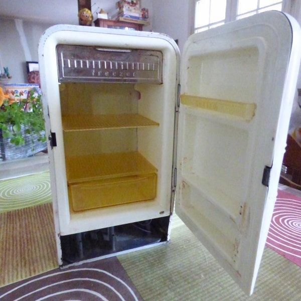 petit frigo annee 50 60 pour fran oise souvenirs gourmandise et chocolat poulain. Black Bedroom Furniture Sets. Home Design Ideas