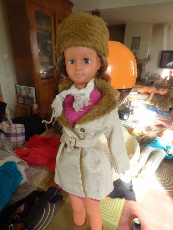 j ai vue un monsieur au vg  de vitre  qui connaisser une dame qui vendait des manequins et leurs  habits  Cathy et Dolly