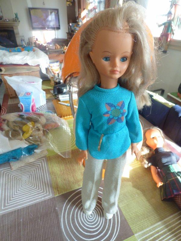 voici la cathie qui etait avec la Dolly en tenue presentation celle ci je ne l avais pas