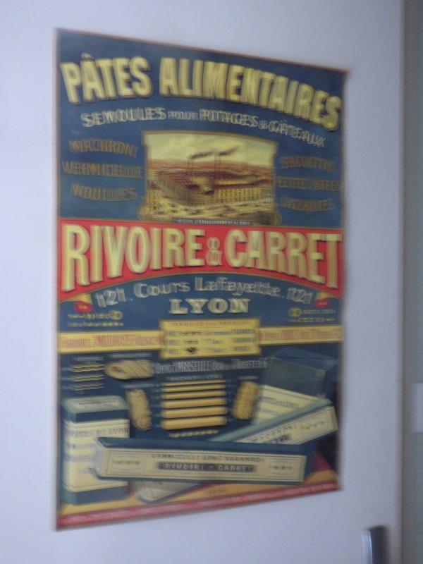 petit clin d oeil a maty..................Ue affiche qui me semble pas tres ancienne RIVOIRE  ET CARRET   LYON
