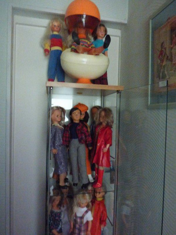 au vide maison il y avait une petite vitrine la voila remplie