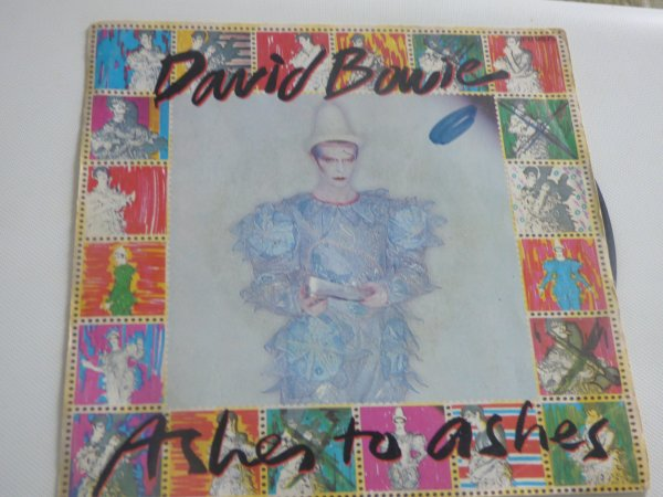 Mes 2 dernieres trouvailles 2   disques  45  Tours  Barry  white  et David  Bowie  ashes to ashes mon prefere