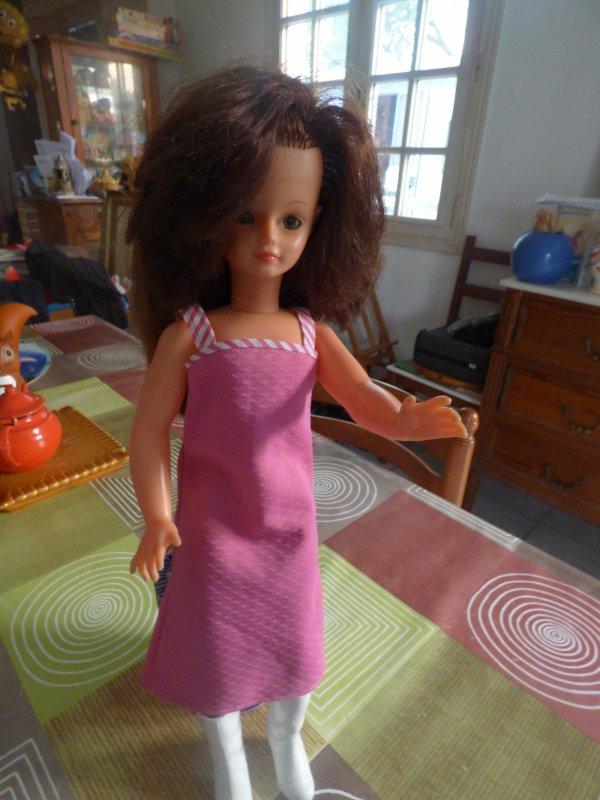 un week end comme on les aiment je finie en beaute....................1 Cathie brune yeux noisettes dans un superbe etat et la robe et le prix 1 Euros..........................J aimerais  identifier  la robe