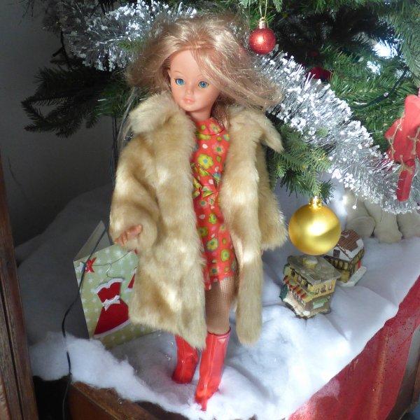 Echange avec une amie que je remercie....vetements cathie bella...................Manteau de foururre et robe de mariee avec son petit bolero