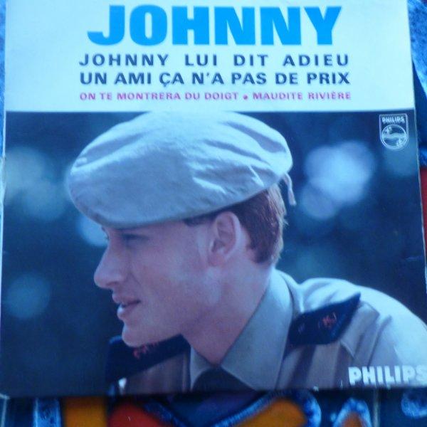 Hommage a Johnny....johnny lui dit adieu ....................Une partie de la collection de vinyl...........Dont un tres rare  1   33 Tours vinyl rouge