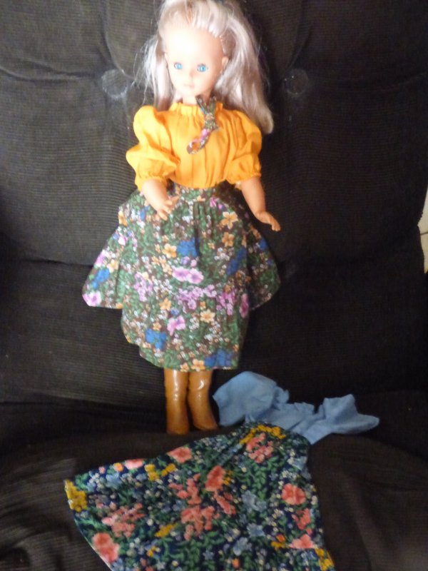 cathie bella..........Robe presentation  1978