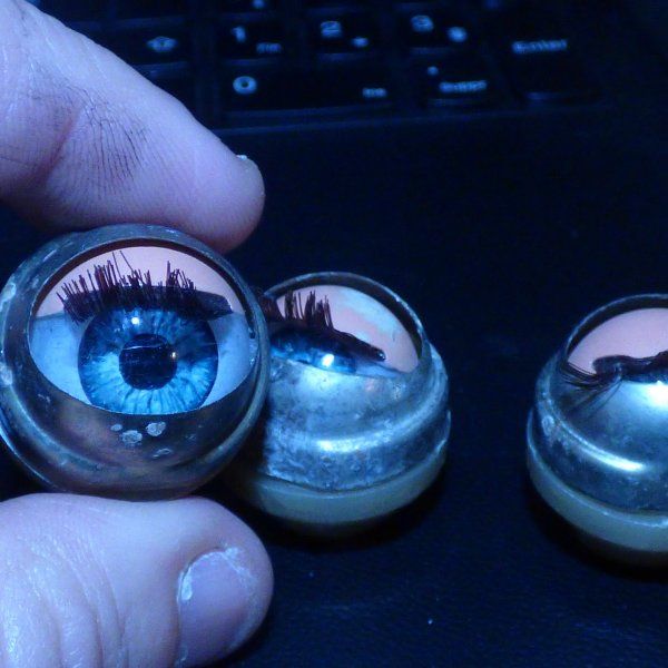pour  isalphina........ mais pas que ........................Je suis hypnotiser par ces yeux bleu