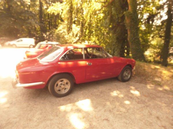 Voici une des voitures ALFA ROMEO GT 1600 JUNIOR .........................1974..........Avez vous trouver l autre voiture??1 indice  j ai piquer la voiture  de Mister Bean alors vous avez trouver????