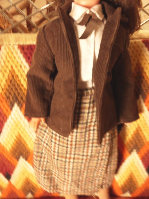 Le corsage a trouver sa tenue  Campanule 1981  Yes une tenue enfin completer