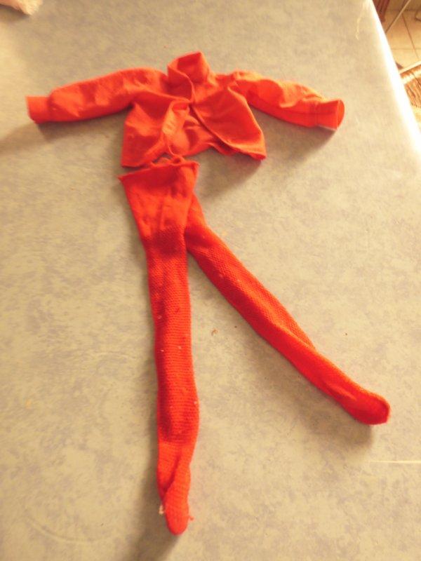 cathie bella corsage rouge et collant rouge avec les mailles bien reconnaissable