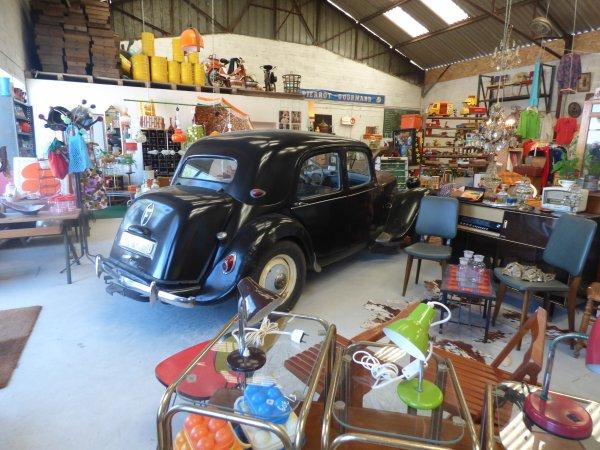 Un magasin comme j aime  Vintage................... avec l accord de sa proprietaire j ai fait des photos.................... si vous passer par la allez y cela vaut le detour