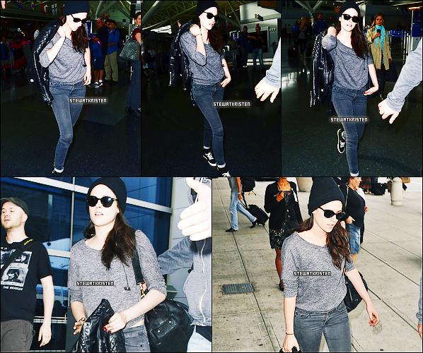 - 30/05/12 : Kristen arrivant à l'aéroport de New York.  -
