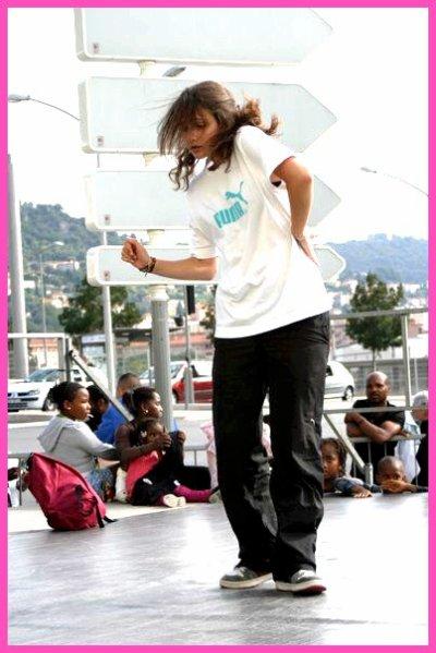 1ère Gwendo : Une Danseuse Merveilleuse Que T'a La Bouche Ouverte Quand Elle Danse !!
