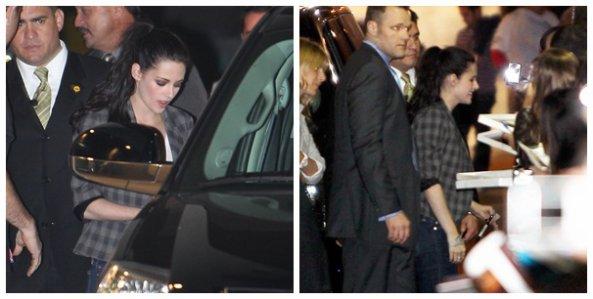 04/11/2011 - Kristen fut aperçue entrain de signer des autograhes devant le Jimmy Kimmel Live ,hier soir .