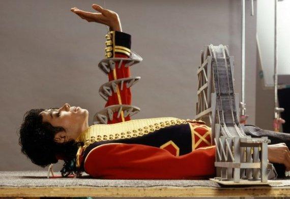 Michael Jackson est incontestablement l'une des personnalités les plus célèbres du XXème siècle. Mais connaissons-nous la signification réelle de ses textes ?