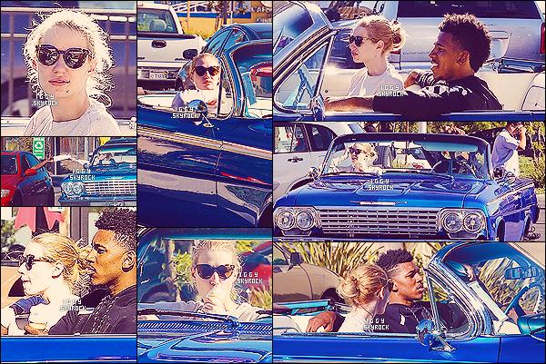 . 23/12/14 : Iggy Azalea a été aperçue en voiture avec son boyfriend Nick Young dans les rues de Los Angeles J'aime beaucoup ce qu'on peut voir de sa tenue, elle reste toujours fidèle à son côté simple et ça même lors des balades amoureuses  .