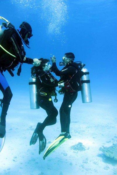 Kossal Plongée Hurghada 57 : Kossal sauve Anaïs en essoufflement