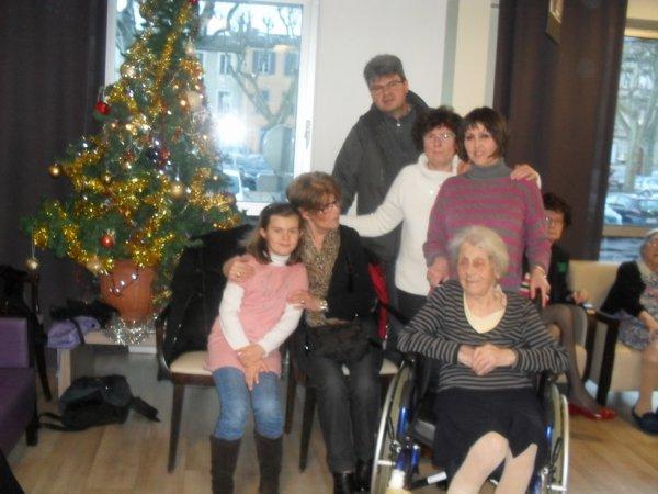les meilleurs moments entre générations :photo à récupérer par les familles:joyeux noël et merci aux intervenants gisc