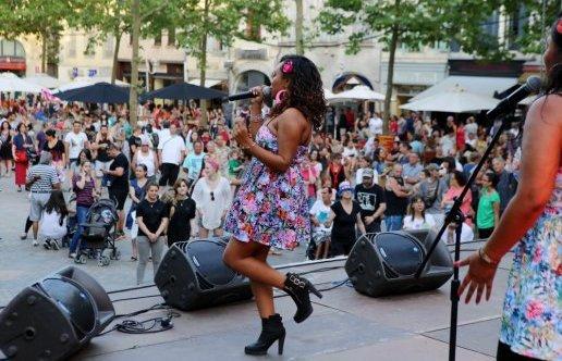 Aude et Pyrénées-Orientales: c'était la fête de toutes les musiques!  la chanteuse  Thiaé : Pop  Tropical avec le GISC / Réservoir d'Artistes