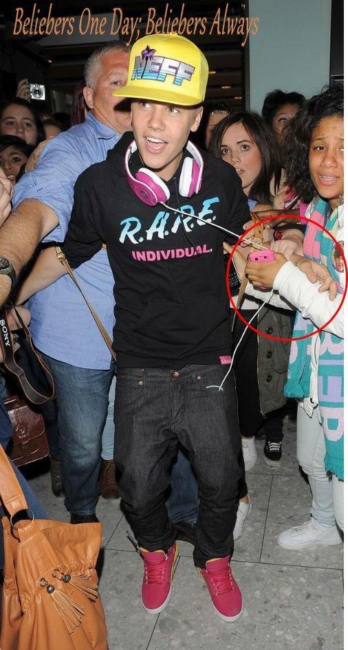 »  Justin A La Radio FM De Londres. ♥