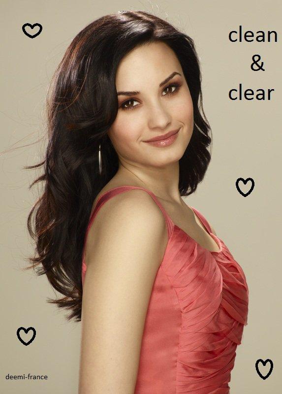 Demi a posé pour la marque clean&clear, une marque de cosmétique pour adolescent ou pas .... troosss glam notre demi !!!