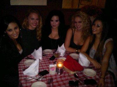 Nouvelles photos de Demi allant rejoindre Tiffany Thorton le Vendredi 4 Mars au soir !!!