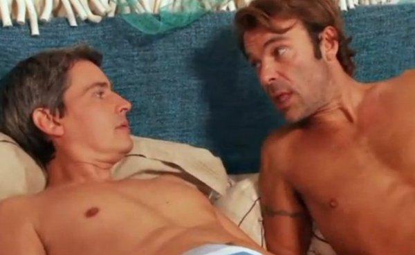 Quand Nicolas et José de «Hélène et les garçons» finissent par coucher ensemble