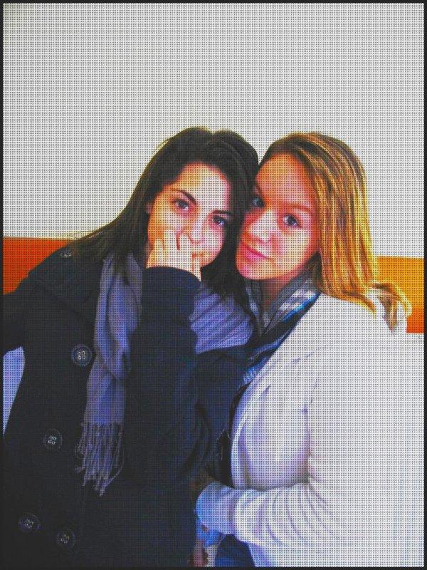 Laure & Cloé  , 11 ans  ♥ .