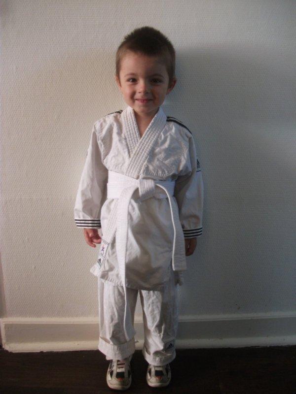 mathys en tenu de judo