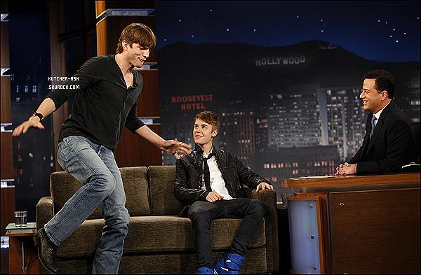 . 27 Mars 2012 : Ashton Kutcher été prèsent avec Justin Bieber au plateau de Jimmy Kimmel.Ashton a dit comme quoi Justin Bieber, voulait absolument acheter sa maison, eh oui Justin Bieber a acheter sa maison. .