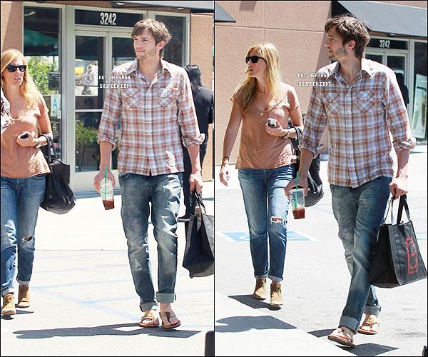 """. 17/04/12 : Après la rumeur d'une idylle avec Mila, Ash' a été vu avec une fille allant chercher un café. . Après les rumeurs sur sa relation avec Lorene Scafaria, puis Rihanna et ensuite avec Mila Kunis, c'est cette fois-ci avec une autre femme qu'il a été vu en Californie dans un Starbuck, et d'après la presse Ashton aurait eu un rendez-vous galant avec cette """"jolie"""" blonde ... ."""