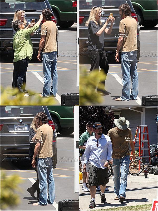 . 12/06/12 : Ash', toujours à fond dans son rôle de celui qui l'inspire, a été vu sur le tournage en Californie. .
