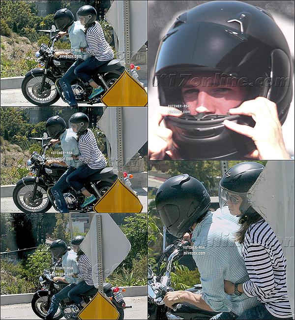 . 17 juin 2012 : Ashton a d'abord été vu conduisant sa Harley afin de deposer sa girlfriend Mila Kunis, plus tard dans la journée, Ash' était avec Alessandra Ambrosio faisant shooting pour la marque Colcci, sur un Yacht dans la ville Marina Del Rey, en Californie. .