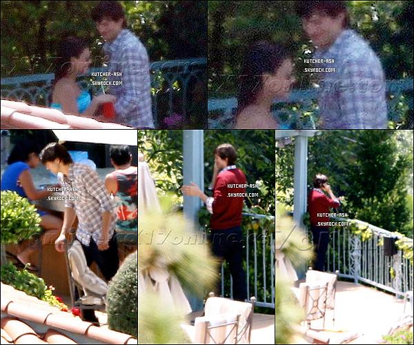 . 4 juillet 2012 : Ashton Kutcher et sa chérie Mila Kunis ont fêtés le 4 juillet avec la famille de Mila Kunis. .