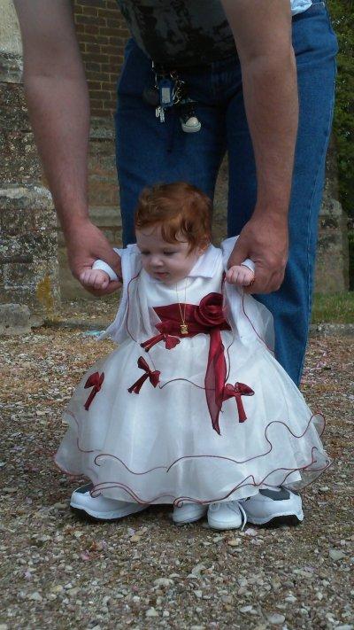 perline avec sa robe de baptème