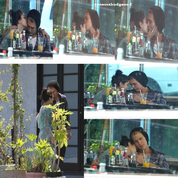Ce 09-04-2012  : Vanessa et Austin aperçu à Los Angeles pour un Déjeuner en amoureux au Studio Café!