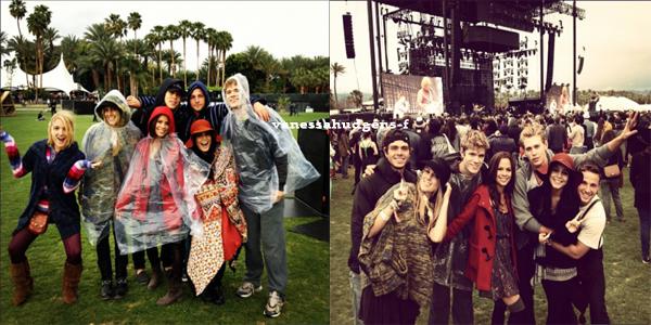 Nouvelles photos de Vanessa Hudgens posant avec des amis au Coachella Festival à Indio!